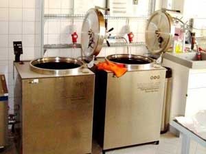 Adapted sterilization strategies: Besides gamma-radiation, dry heat and chemical sterilization, three large autoclaves are used